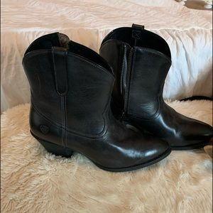 Brand new ariat Booties